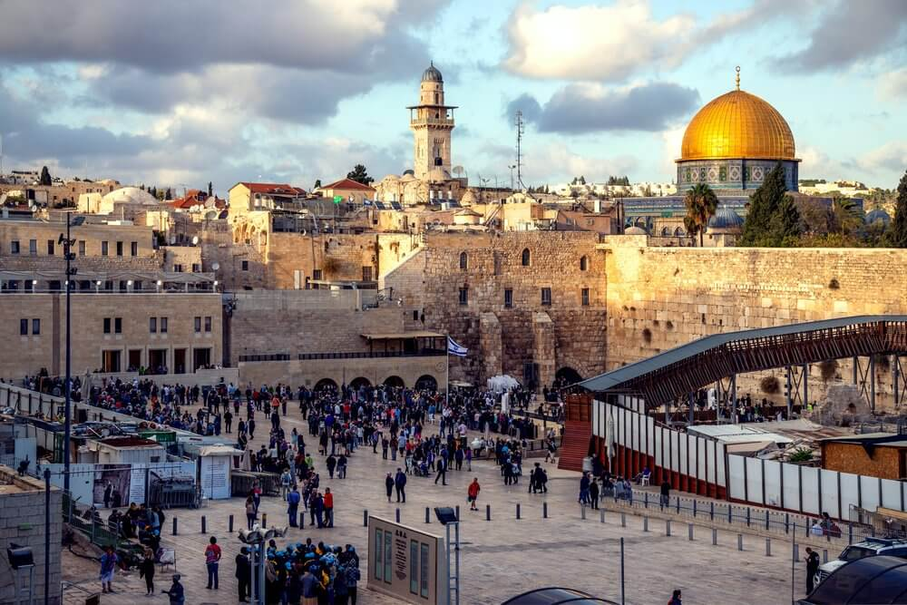 Jerusalem mosque and crowded square